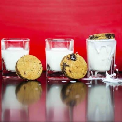 Chocolate chip cookies with shots of mijlk